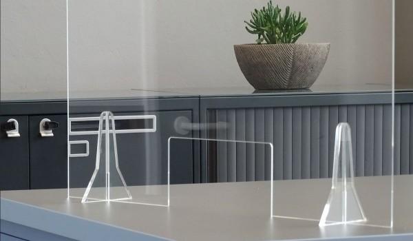 Günstiger, transparenter Plexiglas-Hygieneschutz - Größe L