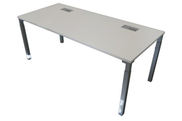 Günstiger, gebrauchter Steelcase Schreibtisc