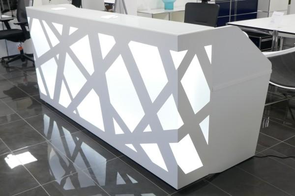 Hochwertiger Empfangsarbeitsplatz mit LED-Beleuchtung